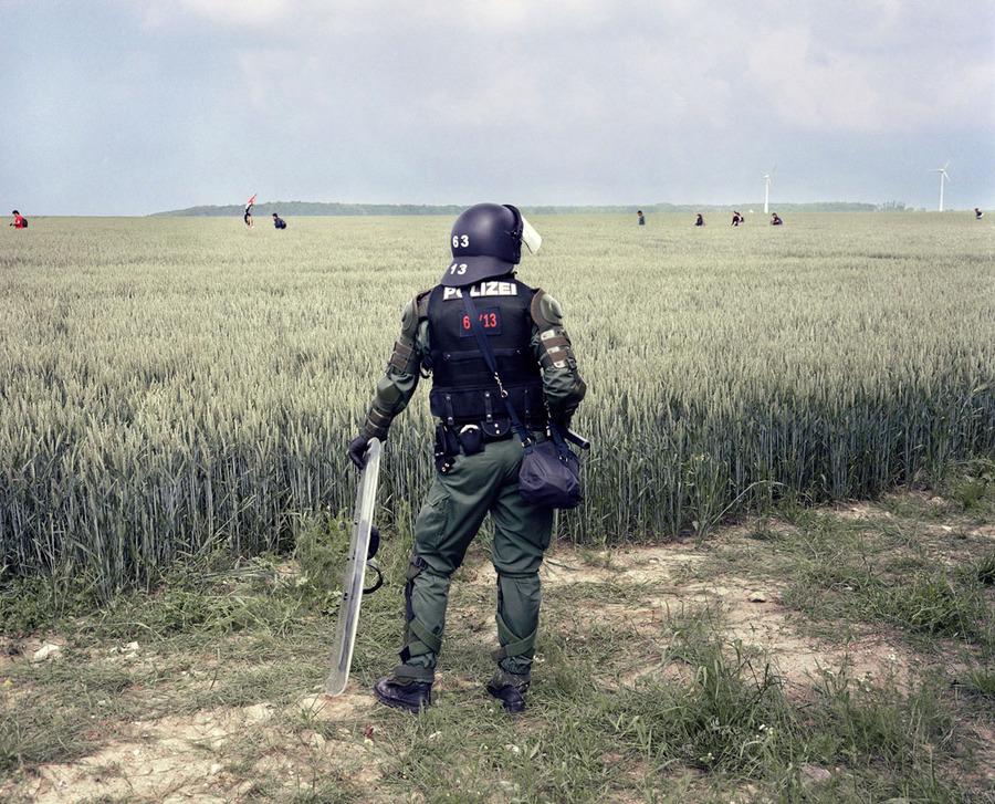 policeman__climate__prostesters__heiligendamm.jpg