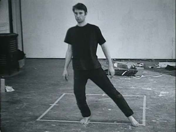 Nauman Bruce Dance-or-Exercise-on-the-Perimeter-of-a-Square 1968