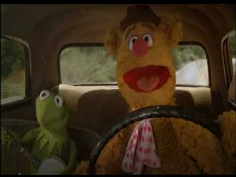 """Kermit the Frog and Fozzie Bear singing while driving in the """"The Muppet Movie"""" (1979)"""