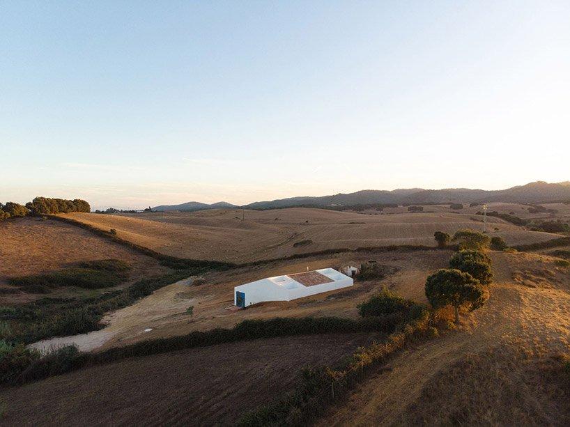 atelier-dada-cercal-house-alentejo-portugal-designboom-001.jpg