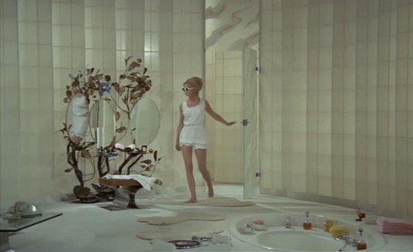 The Bear and the Doll (1970)