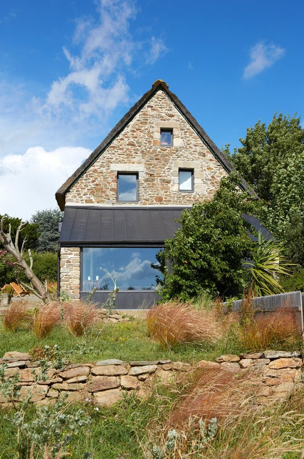 le-lad-intentionally-designed-the-asymmetric-windows-on-this-gable-wall-to-give-the-impression-that-theyve-been-added-over-t...