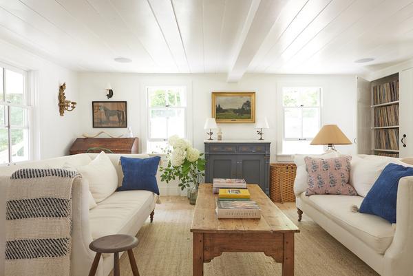 01-living-room-in-juliet-feehans-upstate-new-york-farmhouse-designsponge.jpg
