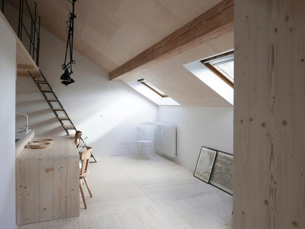 italian-alps-apartment-windows-on-mountains-white-interior-2-1-1466x1101.jpg