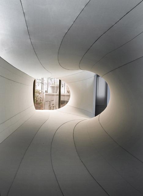 Suspense-Immersive-Fabric-Installation-by-Sophia-Chang_dezeen_14.jpg