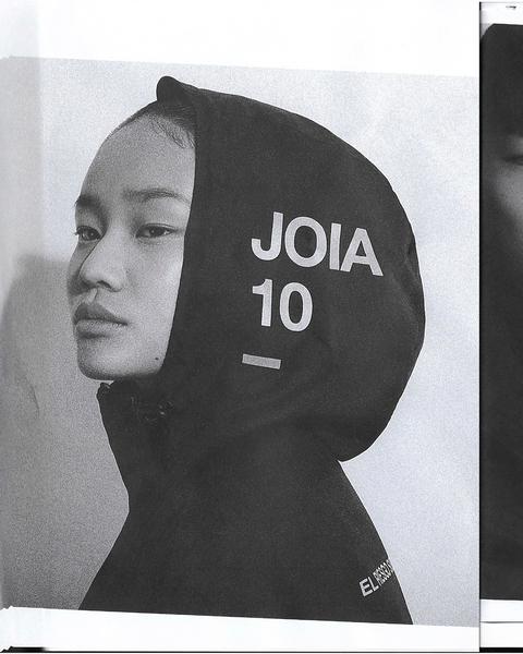 "643 Likes, 7 Comments - JOIA MAGAZINE (@joiamagazine) on Instagram: ""Resumen JOIA 2017 Colección 3650 / JOIA 10 Años. Julio 2017. @coyotebags @dosloboschile..."""