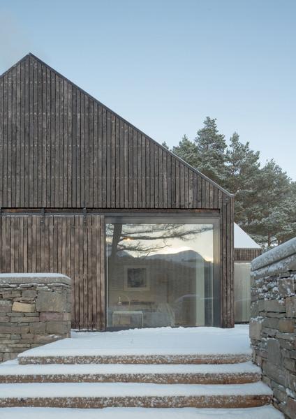 lochside-house-haysomwardmiller-architecture-residential-riba-2018-awards0a_dezeen_2364_col_5.jpg