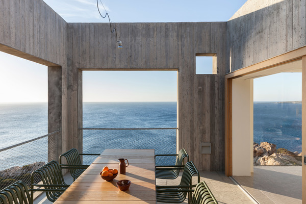 patio-house-ooak-architects-residential-architecture-house-greece_dezeen_2364_col_9.jpg
