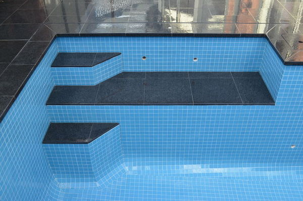 swimmingpoolblueglas1.jpg