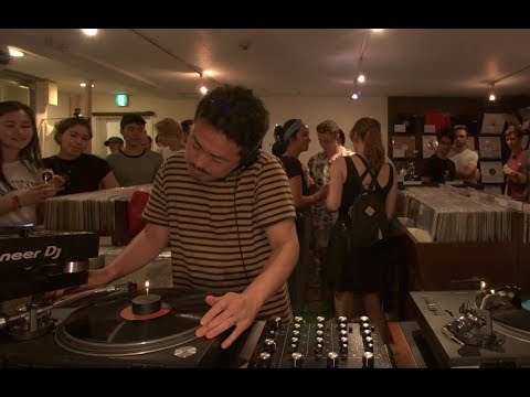 ► Our in-store at Shibuya's Lighthouse Records was flying by the time Dubby stepped up to pull records off the shelves & show us his renowned taste. ► Subscribe to our YT channel: http://blrrm.tv/subscribe