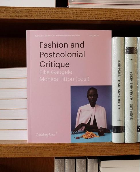 Elke Gaugele, Monica Titton (Eds.) Fashion and Postcolonial Critique Wih contributions by Christine Checinska, Christine Del...