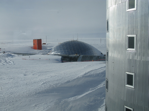 south_pole_dome_from_station.jpg