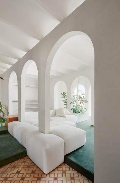 smokin-hot-barcelona-penthouse-filled-with-arches-and-plants-by-p-m-a-a-yellowtrace-07.jpg