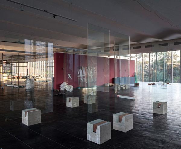 lina-bo-bardi_glass-easels_s-o-paulo-museum-of-art_brazil_dezeen_936_3.jpg
