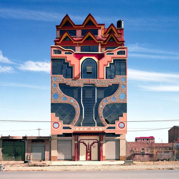 freddy-mamani-new-andean-architecture-el-alto-bolivia_tatewaki-nio_dezeen_sq.jpg