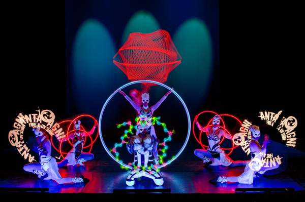 Let yourself get drifted away by top performances, visual images, graphic designs or light effects synchronized with music and choreography. LED Dream presents the best combination of dance and acrobatics together with cutting edge technologies, visual effects and hi-tech equipment.