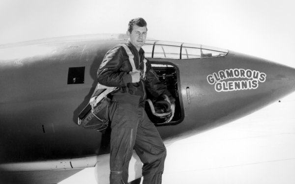 2880px-chuck_yeager.jpg