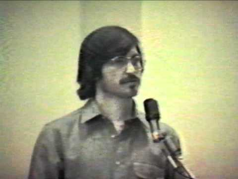 Steve Jobs rare footage conducting a presentation on 1980 (Insanely Great)