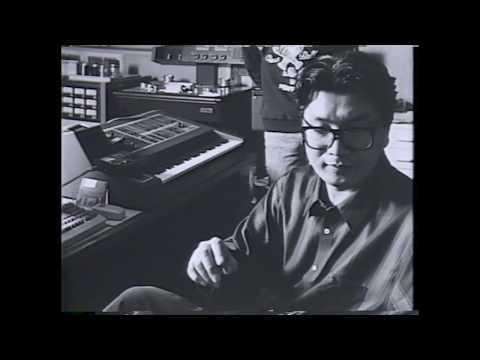 """日本の最高峰に位置する実力派ベース奏者であり、作曲家としても独自の音楽理論の研究で名高い濱瀬元彦。1988年「NEWSIC」から発表した「樹木の音階」。 呼吸する音の彫刻か、あるいは樹木の体内を流れる水の囁きか。パーカッショニストの山口恭範とピアニストの柴野さつきを迎えたこのCDで彼が見せてくれたのは """"音楽がいかに自由か"""" ..."""