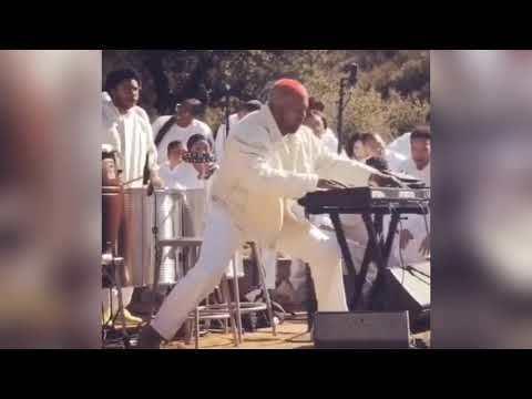 Kanye making beats during Sunday Service (Full Video)