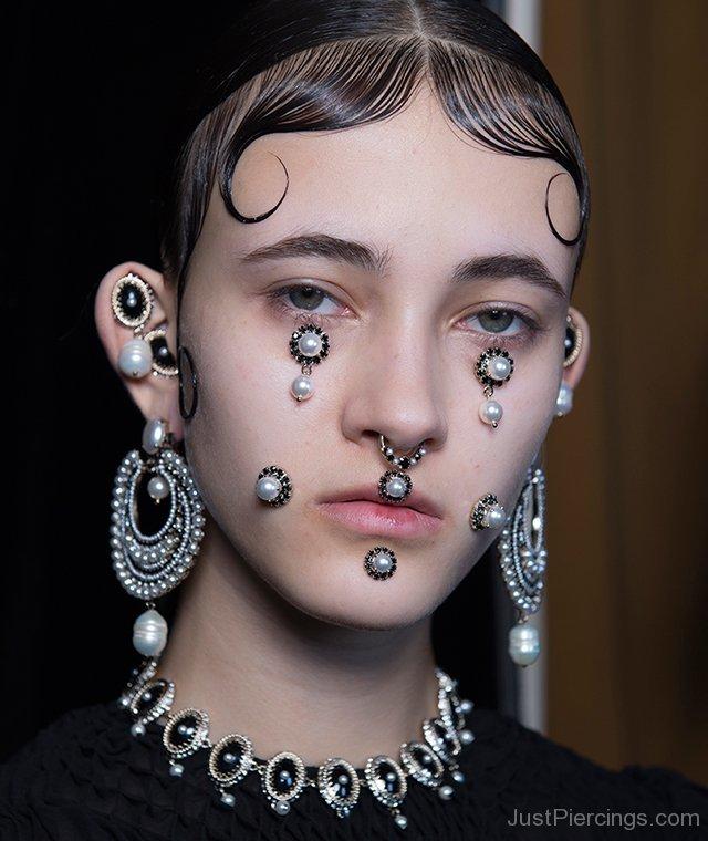 micro-trend-facial-piercings-givenchy-jp124.jpg