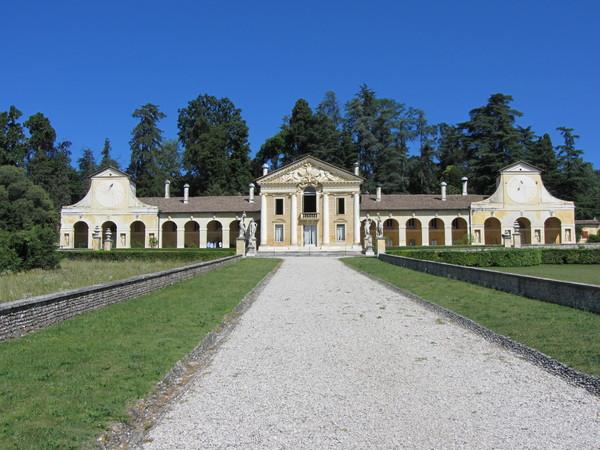 at-villa-barbaro-maser-front-facade.jpg