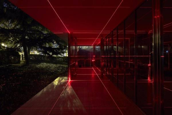 ignant-art-luftwerk-iker-gil-geometry-light-barcelona-pavilion-8-1440x960.jpg