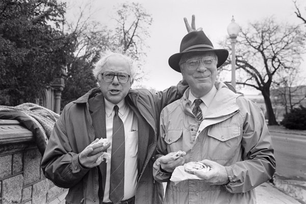 Spending recess working on the @rollcall photo archives and I found another hidden gem. @SenSanders giving @SenatorLeahy bunny ears while awaiting the arrival of the 1994 @PeoplesTree