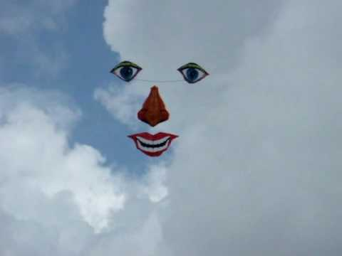 《Taiwan三馬風箏工廠www.sanmakite.url.tw》馮燦煌 先生 世界首創.人臉風箏. 以空中為畫布的拼圖風箏.