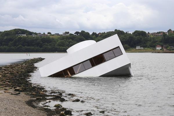 flooded-modernity-asmund-havsteen-mikkelsen-le-corbusier-villa-savoye_dezeen_2364_col_5.jpg