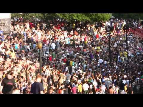 Zoom out crowd - Matt artscape
