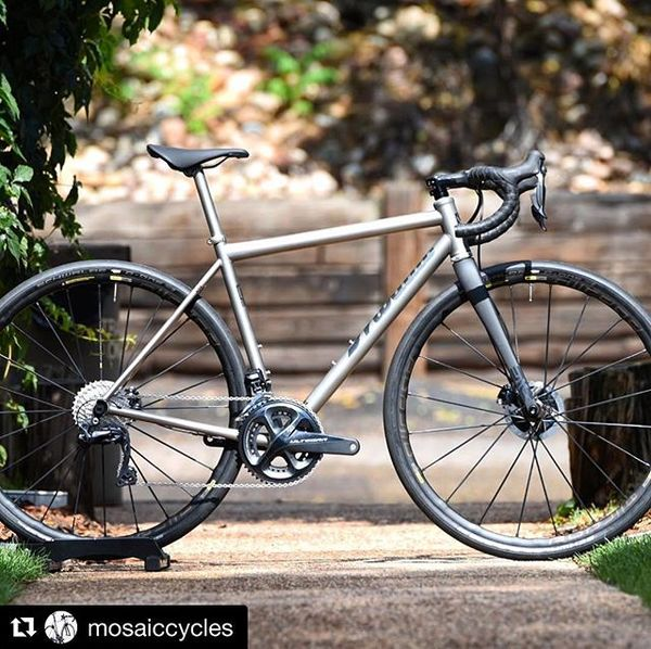 Wrapping up @mosaiccycles week with this sick GT-1 we designed for Ben D. in LaLaLand. This is Ben's second bike from Blacks...