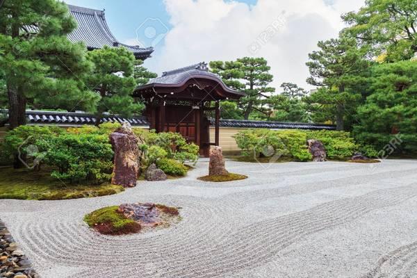 33588891-zen-garden-at-kennin-ji-temple-in-kyoto-japan.jpg