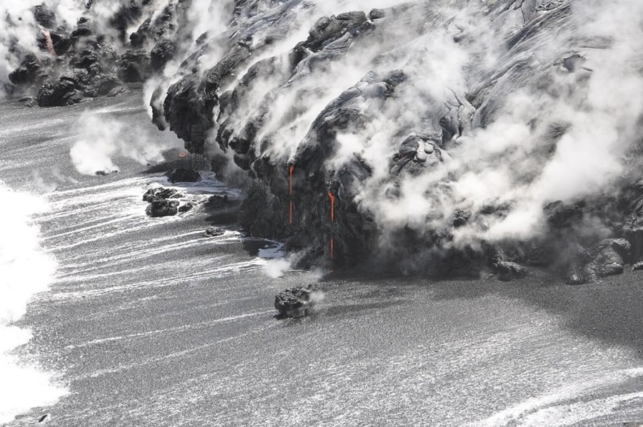 2_Erupting-Volcanic-Paradise-Lava-Rivers-Spatter-Fountains-of-Hawaii-48-PICS_990.jpeg