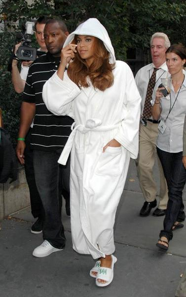 beyonce-knowles-in-a-bathrobe.jpg