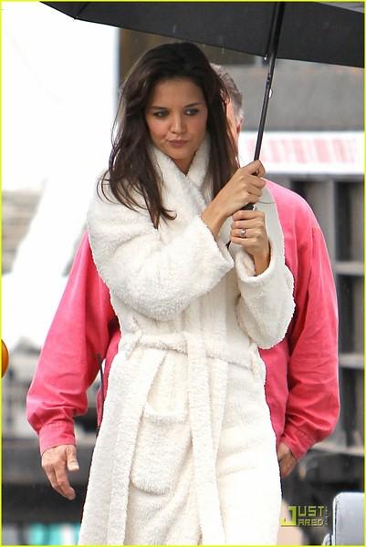 katie-holmes-wears-a-big-bathrobe-12.jpg