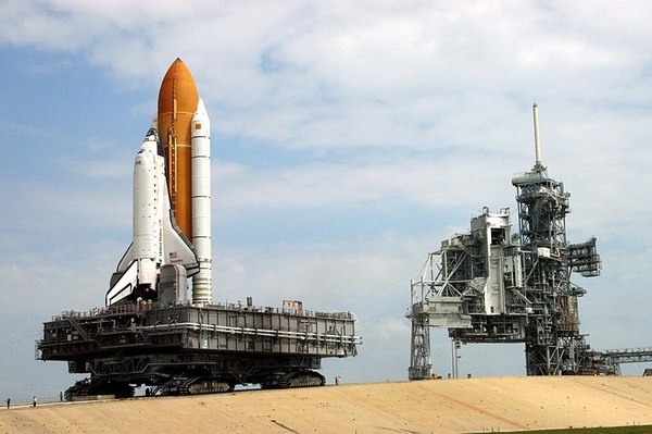 800px-sts-114_rollout.jpg