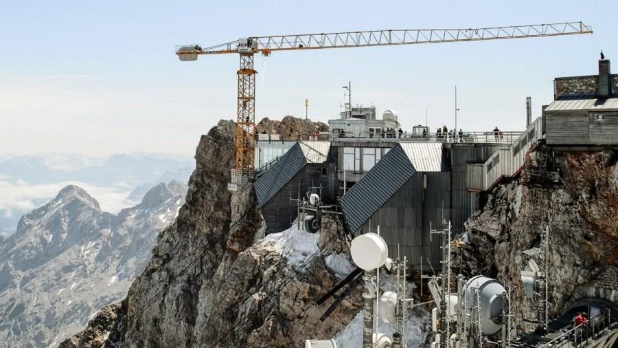 Baukran-ueberragt-Zugspitzgipfel-um-13-Meter.jpg