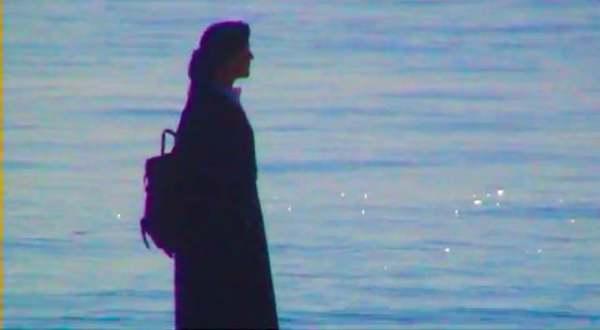 赤いシャムレインコート - MOON WHEEL (2013)