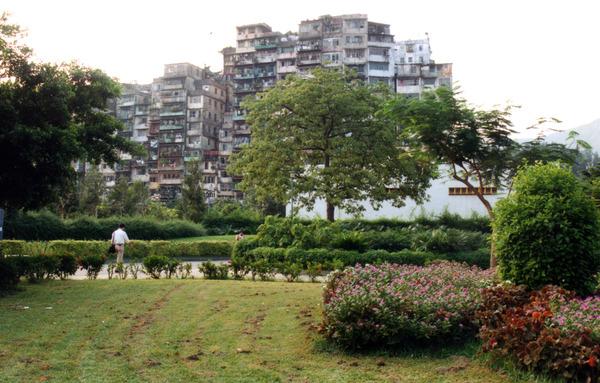 Kowloon_Walled_City_-_1991.jpg
