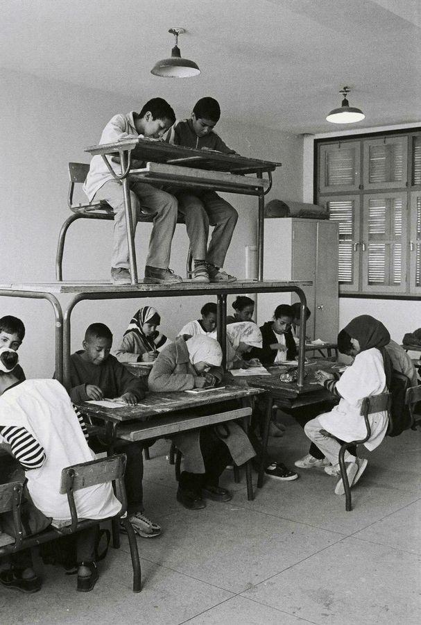 Hicham Benohoud, La salle de classe, 1994-2000