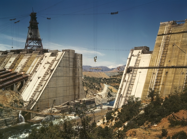 shasta_dam_under_construction_new_edit.jpg