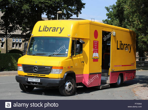lancashire-county-library-and-information-service-mobile-library-van-parked-at-one-of-its-stops-in-village-of-pilling-lancas...