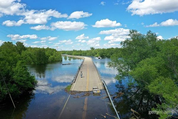 mississippi-river-flood-scott-olson-getty.jpg