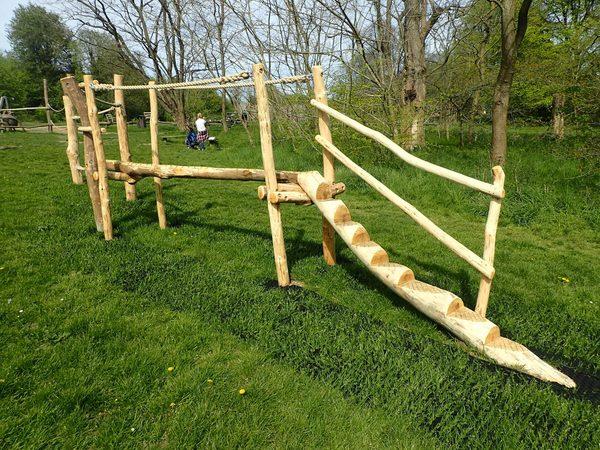 balance-beam-with-rope-farnham-park-rustic-trim-trail-by-flights-of-fantasy.jpg