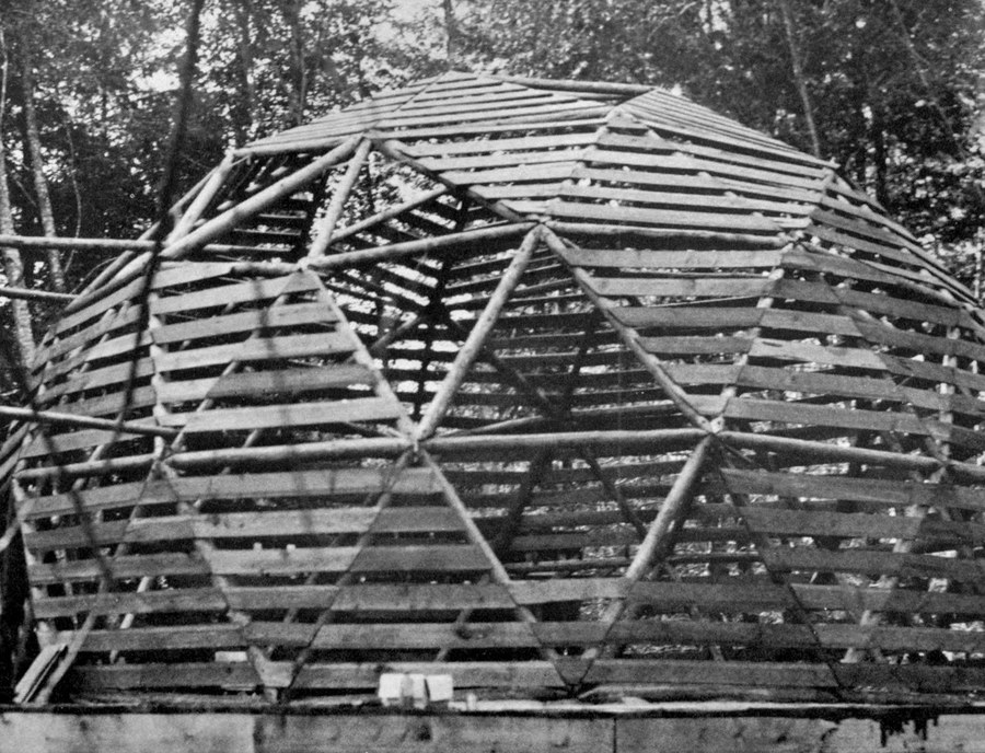 10.-bob-lander-log-frame-dome-2c-british-columbia.jpg