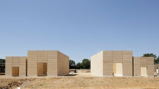 waugh-thistleton-completes-cemetery-buildings-with-rammed-earth-walls.jpg
