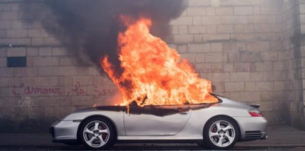 porsche-incendiee-a-nantes-ils-pensaient-bruler-une-voiture-de-patron-le-proprietaire-est-electricien.jpeg