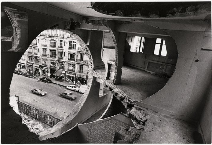 Gordon Matta-Clark - Conical Intersect, 1975