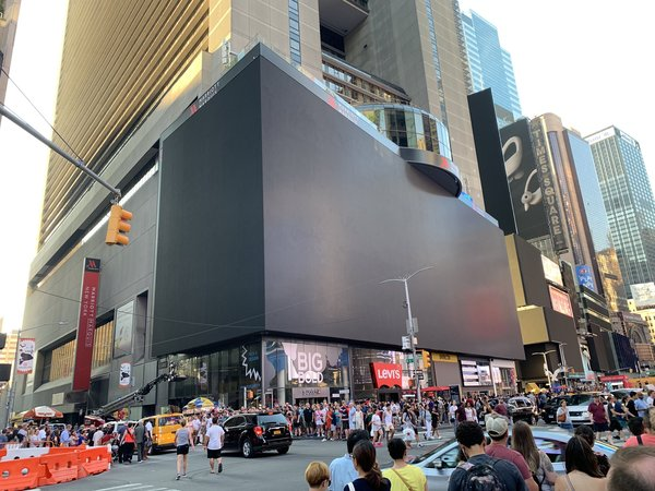 """""""Umm, all the giant moniters went out in Times Square #NYC"""""""